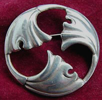 familycrest brooch with Ginkgo (photo Cor Kwant)