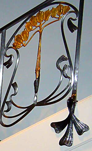 detail Louis Majorelle banisters with ginkgo leaf design (photo Cor Kwant)