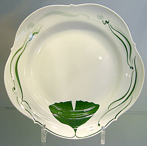 Meissen porcelain plate with Ginkgo design (photo Cor Kwant)